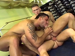 Hot threesome with handsome muscle studs at the gym in here