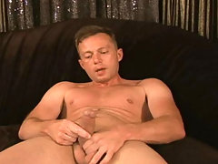 Hot fellow suck his own cock off and lick his own cum !