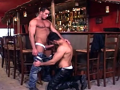 Hot barman fucking a cute client of the bar on his shift