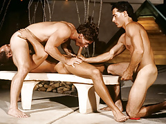 Resort guest Alex Kincaid takes a three-way sex break !