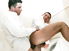 Student buddies Tim Black and Wattle Stevans fuck in a bath mature gay