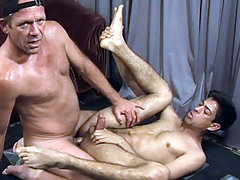 Hot DILF giving hardcore anal sex in interracial clips